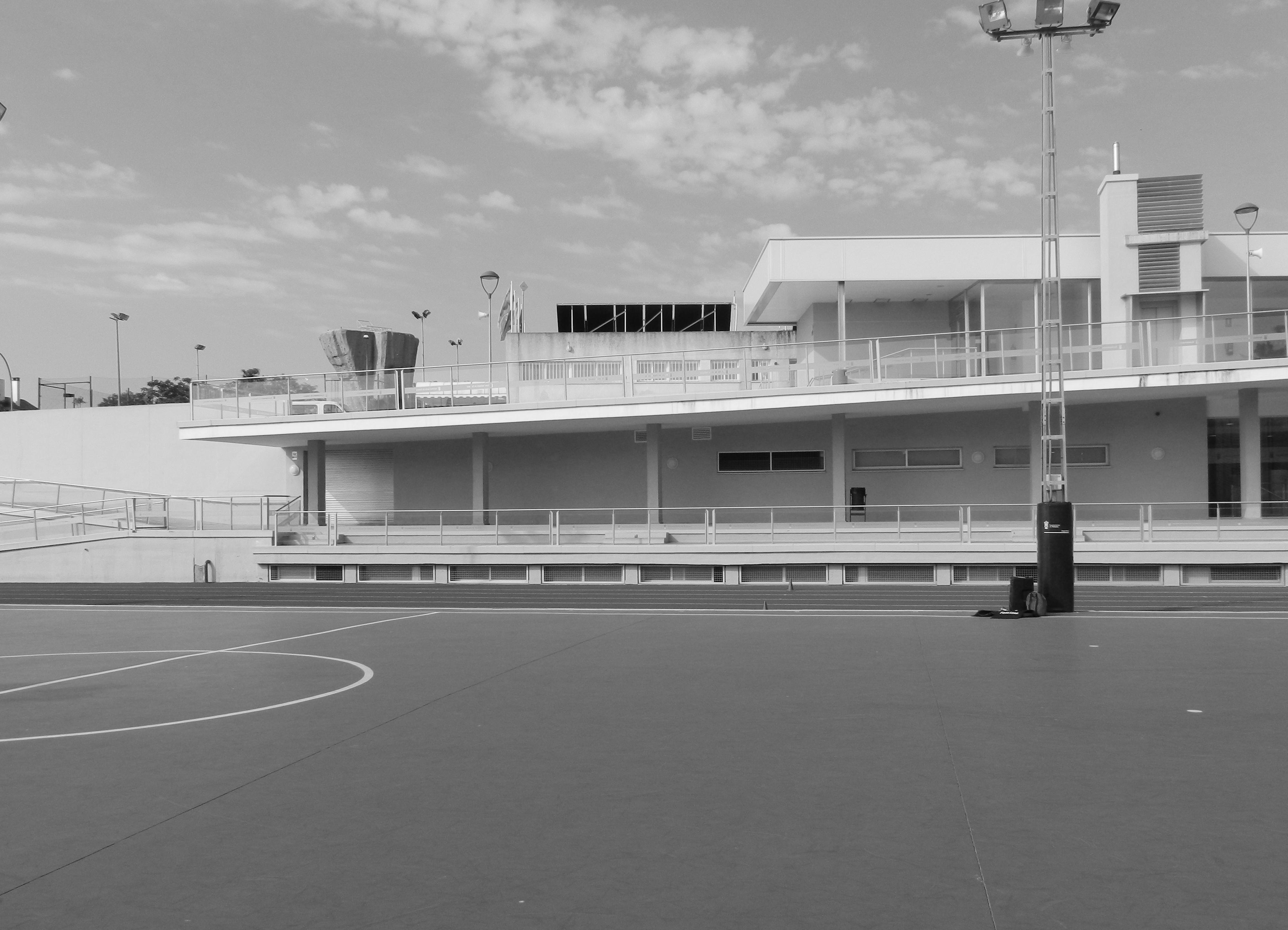 Centro deportivo en tomaresbm2 architecture engineering for Piscina cubierta tomares
