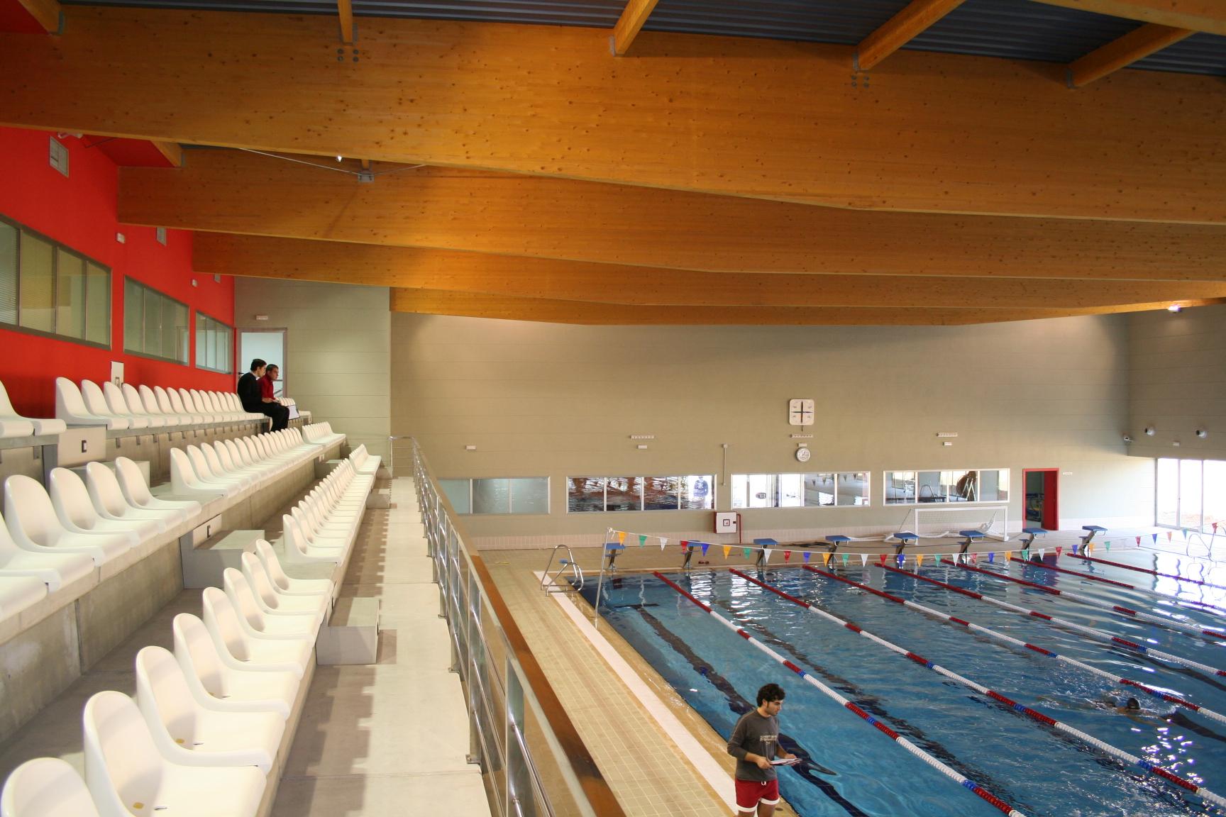 El testigo de los arquitectos a los gestores deportivosbm2 for Piscina cubierta tomares