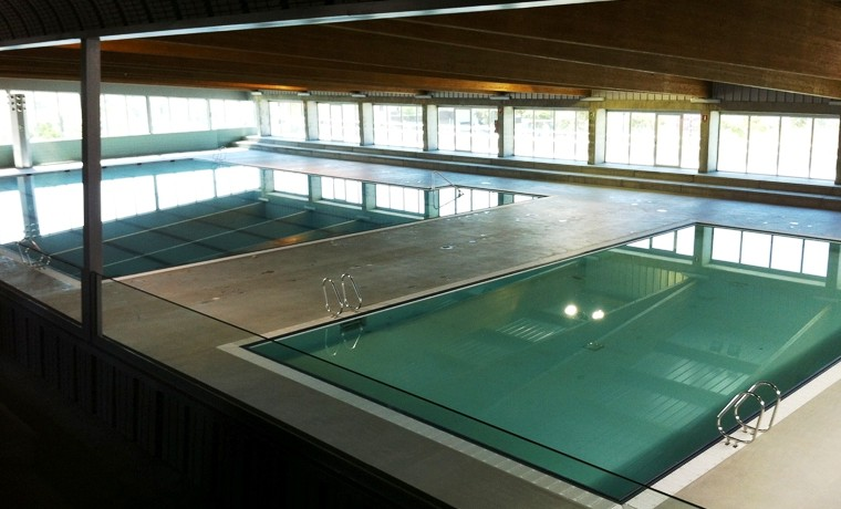 piscina cubierta en v lez m lagabm2 architecture