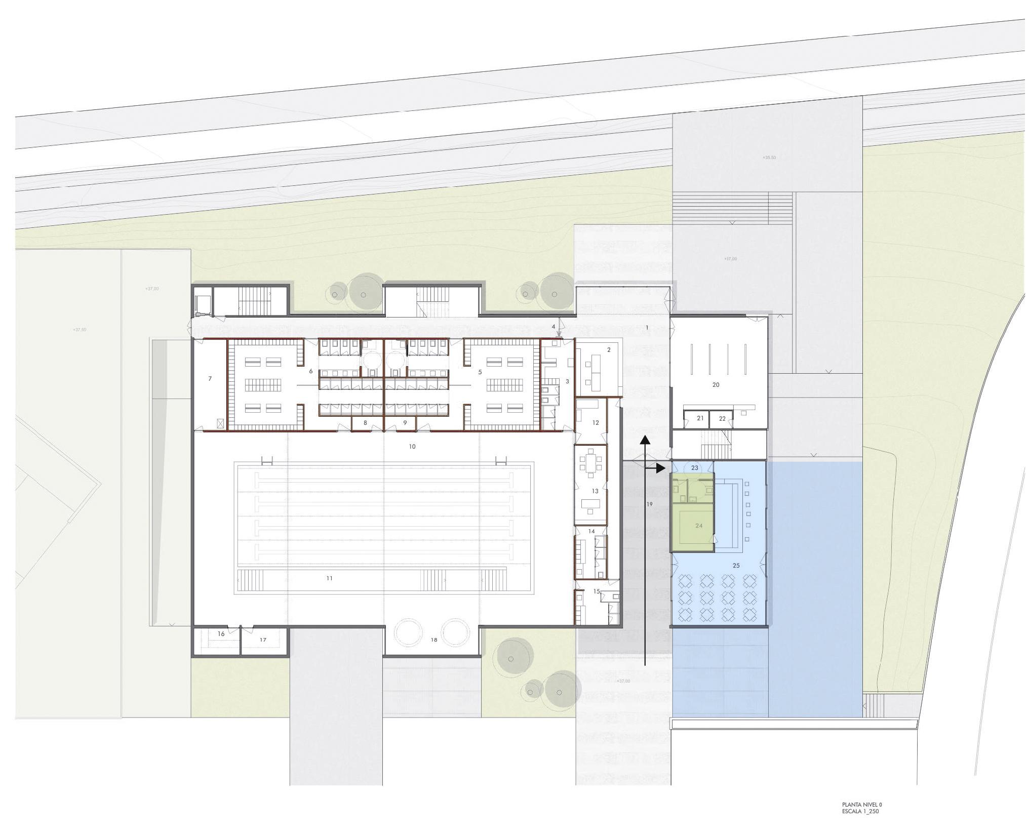 Instalaciones deportivas la cafeter a en el espacio for Piscina cubierta tomares