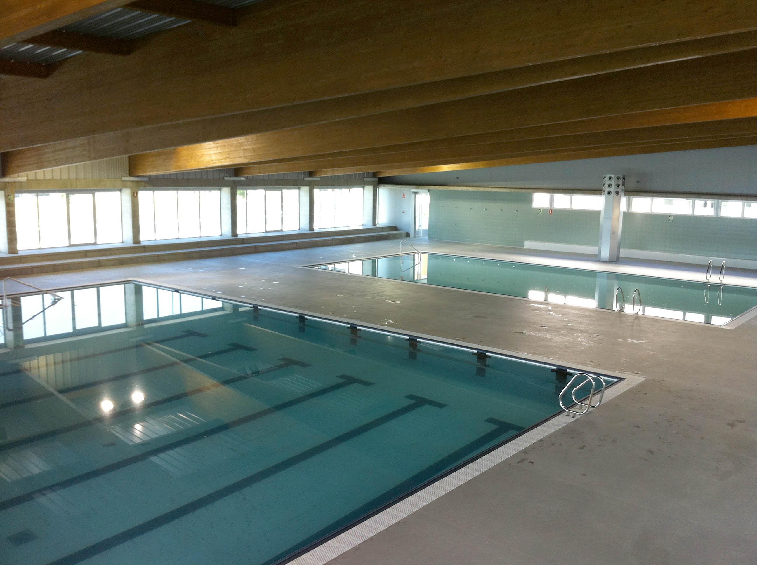 Ficha proyecto piscina cubierta en torre del mar for Piscina cubierta almassera